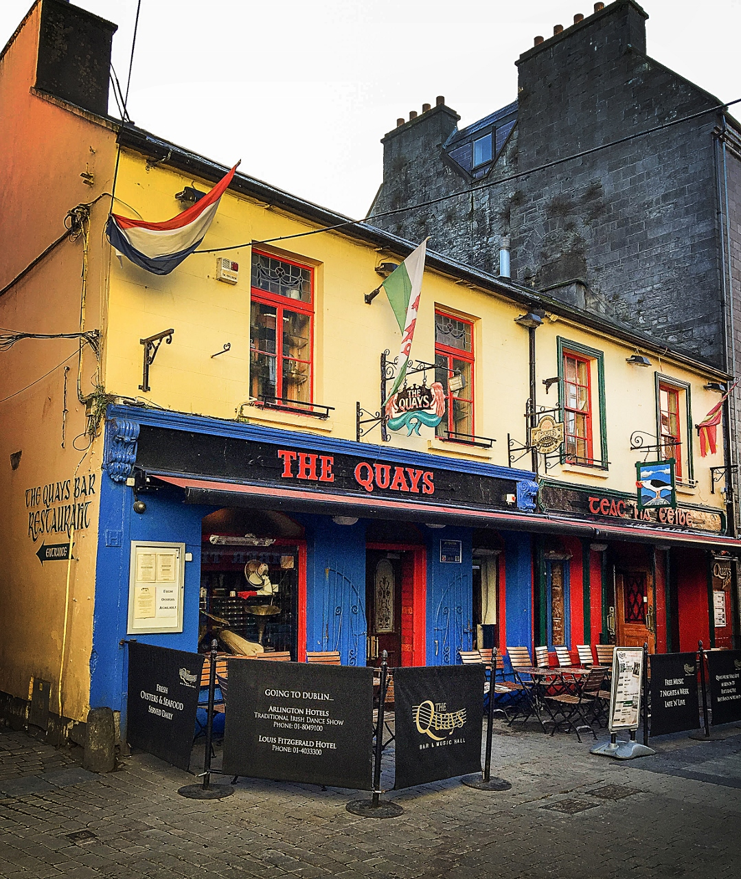 Quays .Pub.. Late night Galway by Julie Miche travel blogger