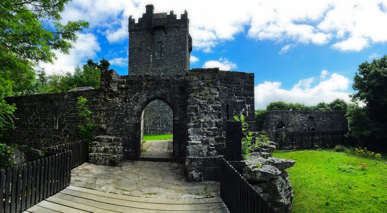 Aughnanure Castle Tour by Ireland West Tours