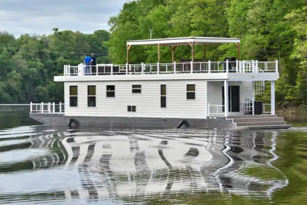Unique Airbnb's - Cream Houseboat 4 Bedroom, Nancy