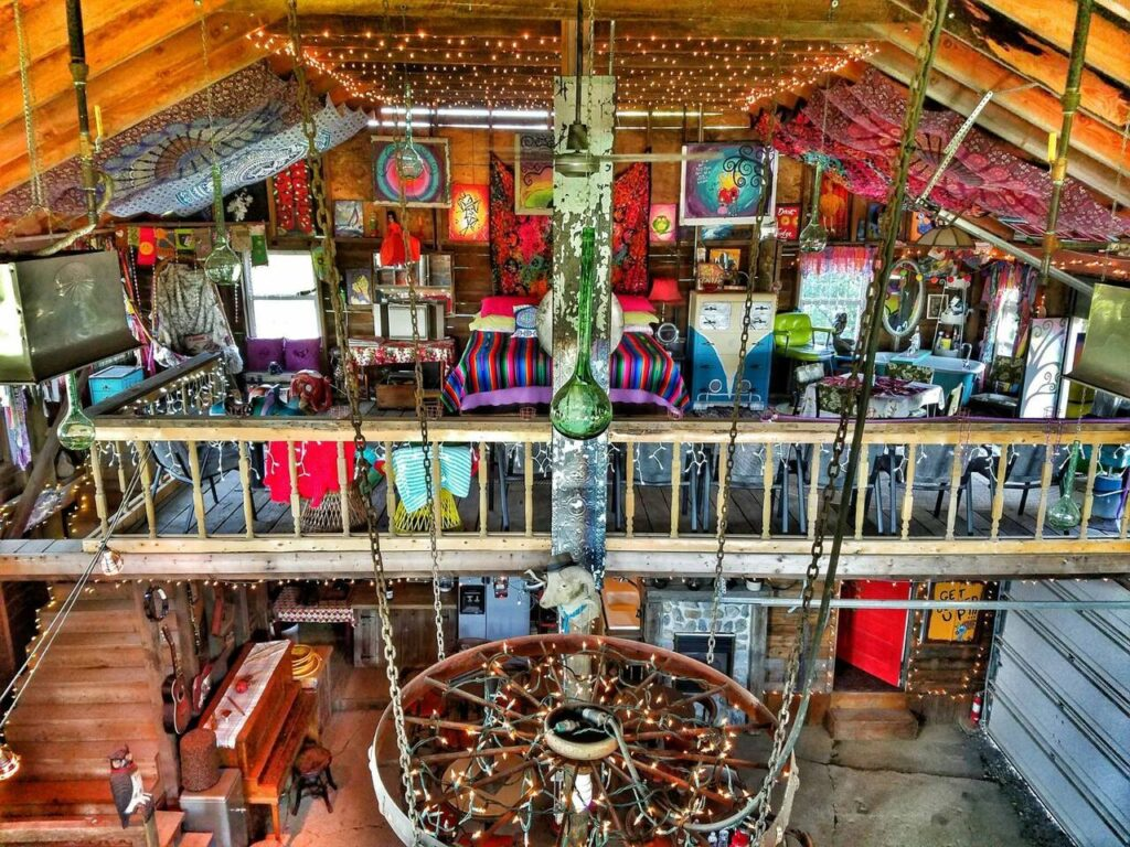 MAGICAL Barn with huge loft GREAT LOCATION +saloon, Amherst, Ohio airbnb