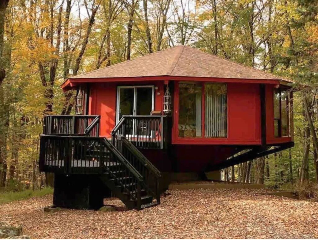 Octagonal Lake House SPACE PLACE-Cowboy Pool! Lake Ariel, Pennsylvania airbnb