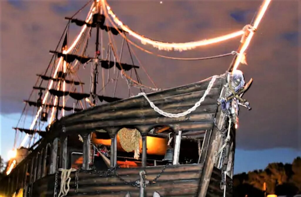 "Minnesota: ""Pirate Ship"" Modern Live-Aboard Mississippi River, St. Paul airbnb"