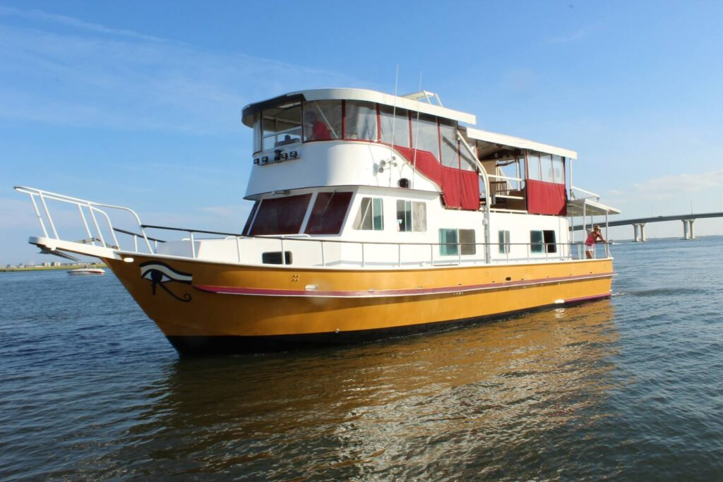 QUEEN NEFERTITI YACHT HOTEL, Somers Point, New Jersey unique airbnb's