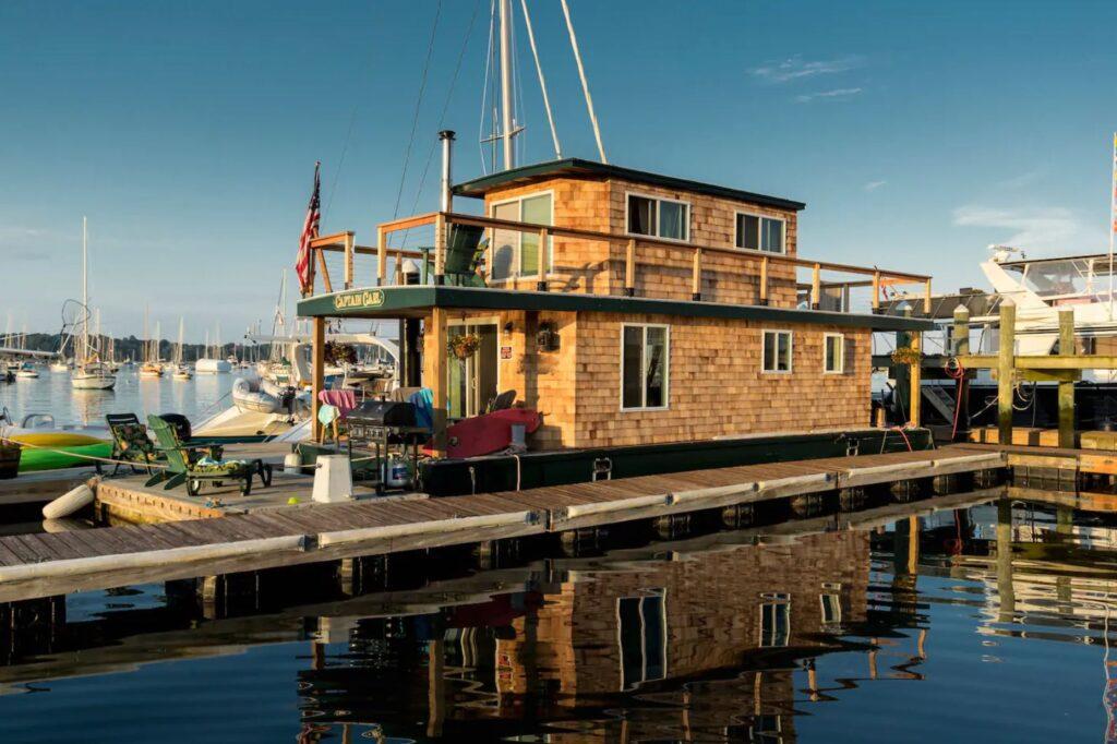 "Airbnb Casey's Houseboat - ""Capt. Carl"", Newport, Rhode Island"