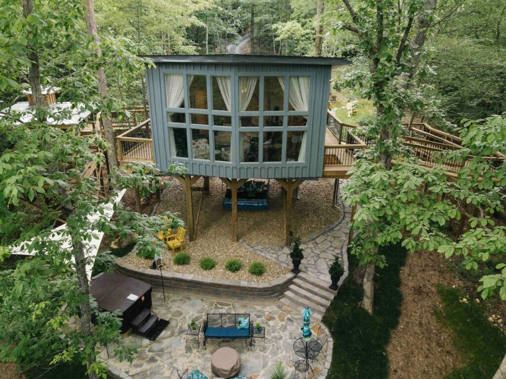Stay in an airbnb luxury treehouse in Bloomington Springs, Tennessee