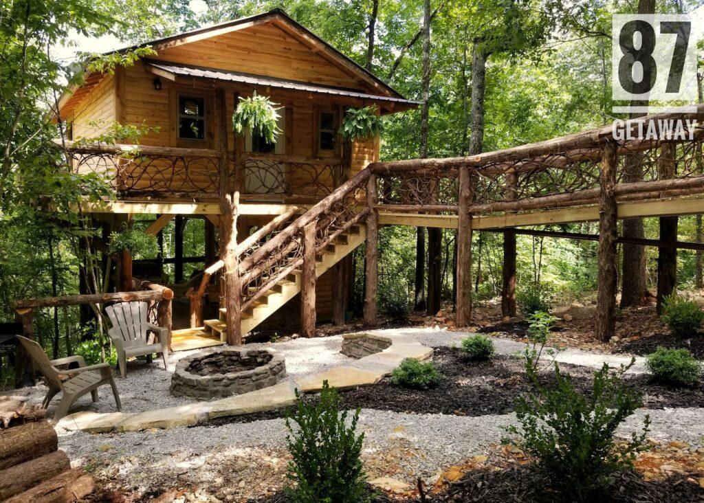 Unique Airbnb's - 87Getaway Treehouse Escape, Mountain View, Arkansas