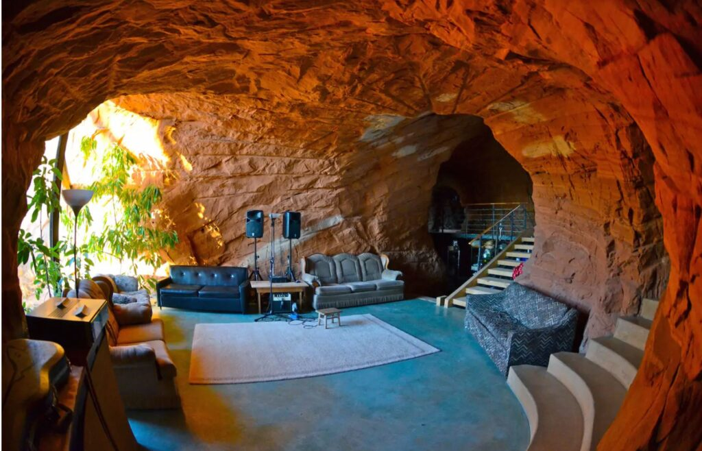 Utah: BedrocK Homestead inside Escalante Nat. Monument, Boulder