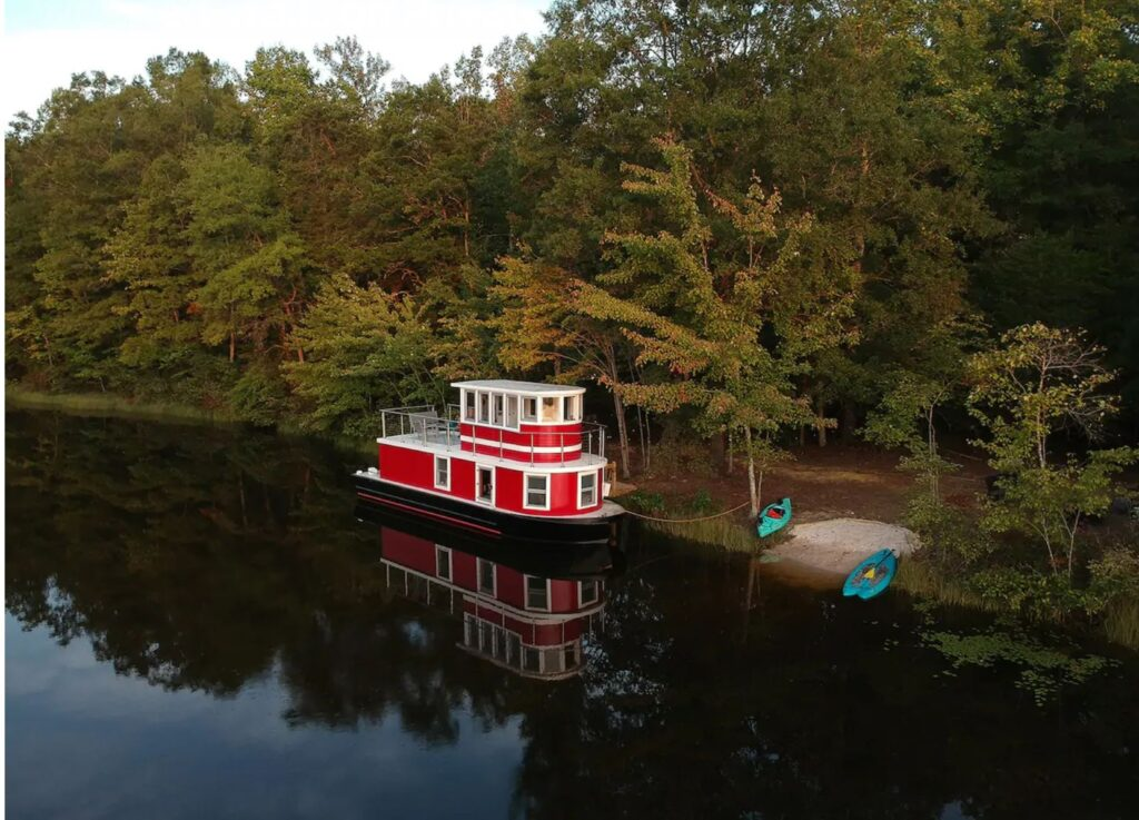 Stay in airbnb luxury tugboat on a private lake in Louisa, Virginia